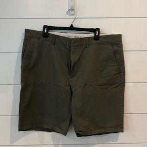 💜 Old Navy Green Shorts Ultimate Slim sz 42